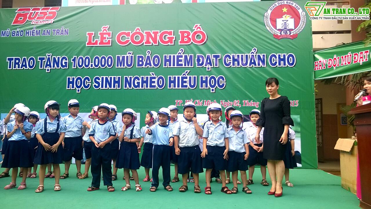 Chương trình tặng mũ bảo hiểm cho học sinh tiểu học TPHCM